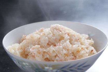 天たつがご案内します、カニのとれる冬限定の商品「蟹飯の素」で炊いた蟹の炊き込みご飯です