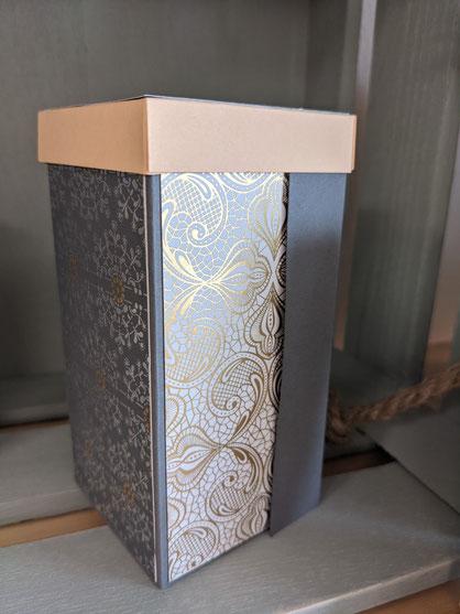 Box mit Schubladen