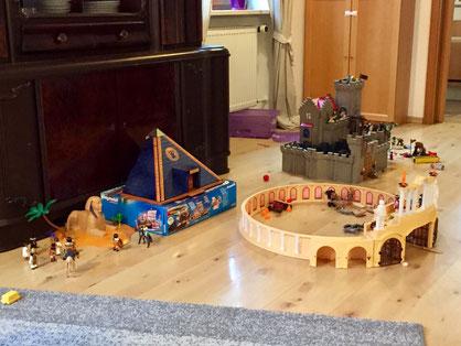 Mit so wenig Spielzeug mussten unsere armen Kinder vor dem Playmobilwahnsinn auskommen...