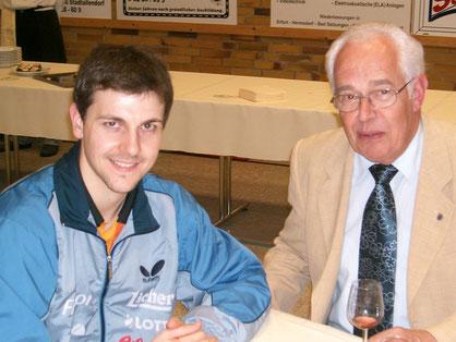 Herbert Freiberger im Jahr 2007 mit Timo Boll beim Glas Wein