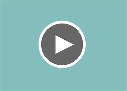 Das Bild ist verlinkt mit einem Video auf Youtube, das Übungen für das Fazientraining mit dem Gymnastikband erklärt.