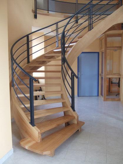 Artisan fabricant d'escaliers sur mesure - Escaliers bois, verre et inox.
