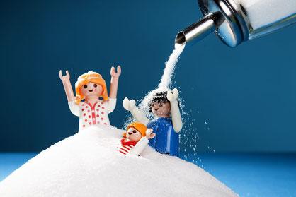 Zucker in der Babynahrung und Tees ist eine Gefahr für die Milchzähne ( © proDente )
