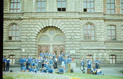 Studenten vor der IOS Köthen um 1979