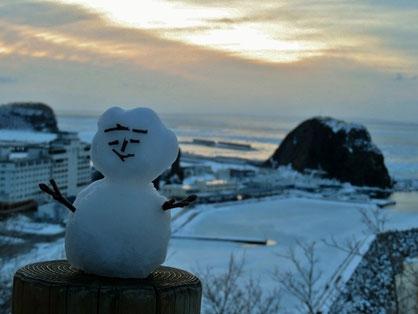 夕陽台の雪だるま。