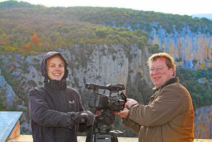 (C) R. Jähne: Sarah Herbort und Robin Jähne bei den Dreharbeiten zu ihrem preisgekrönten Rotmilanfilm.