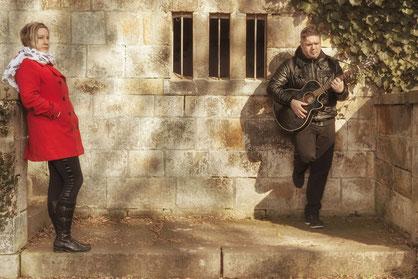 Angela und Lars sind Seelenrot. Deutsche Popsongs und melancholische Balladen laden zum Träumen ein.