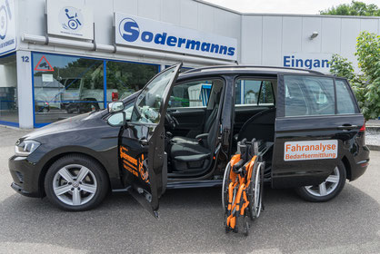 behindertengerechter VW Golf Sportsvan, Fahrschulfahrzeug, Selbstfahrerumbau, Rollstuhlverladesystem, Transferhilfe, Multifunktionslenkraddrehknauf, Handbediengerät Gas Bremse, Sodermanns