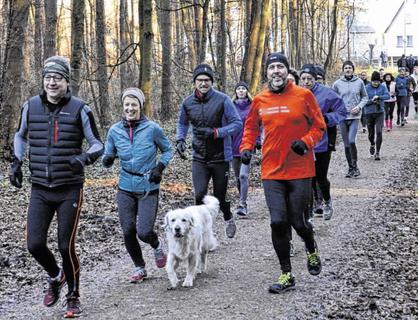 Gut besucht und doch familiär: Beim Silvesterlauf des ATV trifft Sport auf Geselligkeit. Foto: D. Müller