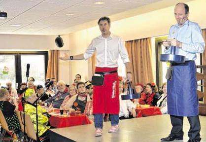 André Hennecken (v.l.) und Günter Blaszczyk bringen das Publikum zum Lachen. Foto: Dirk Müller