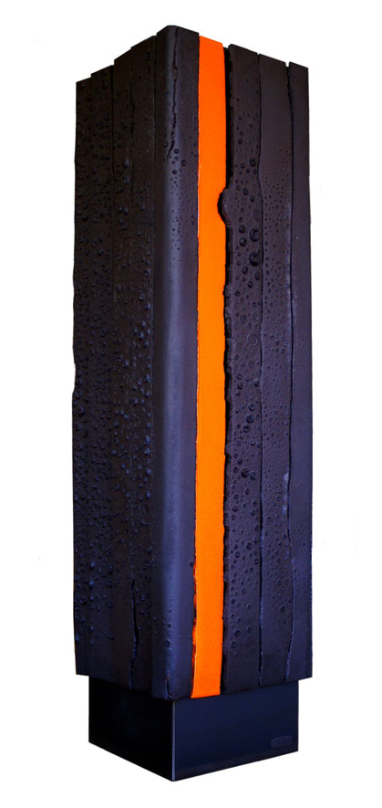 Terre cuite émaillée sur plaque d'acier - Hauteur : 90cm - Largeur : 23 cm - Profondeur : 23 cm - Disponible à la vente