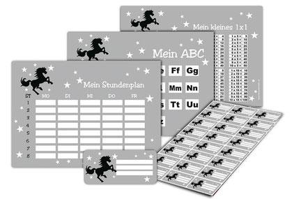 XXL Schulset Wildpferd, mit Stundenplan, ABC & 1x1 Lernposter sowie Heftaufkleber