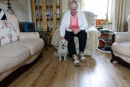 ヴィンセントの奥さんのルースさんと2年前から飼いはじめたという犬