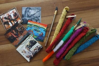 カスティーズで買ってきたCDとティンホイッスルとティンホイッスルのケース。ティンホイッスルのケースは手編みの手作り品でとてもよく出来ています。