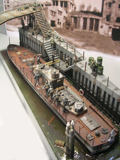 Die schmale Form der russischen Flußboote steht im Kontrast zur überaus starken Feuerkraft