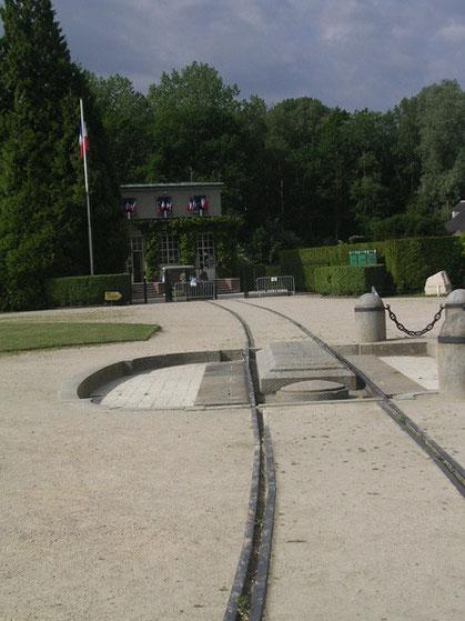 Der Standort des Waggons und die restaurierten Gleise.