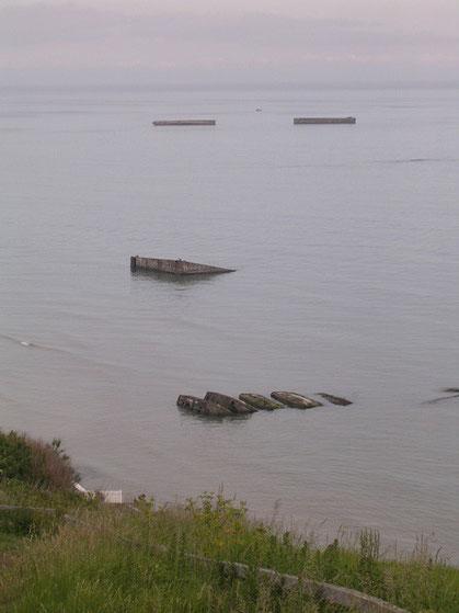 Erstaunlich, wie viele Überreste noch nach 67 Jahren in der Bucht erkennbar sind.