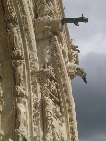 Geschichtliche Zeugnisse bis hin zur Römerzeit findet man überall in der Stadt