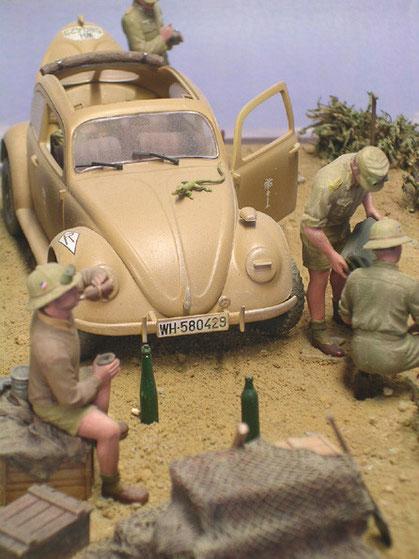 Beachte das kleine Chamäleon auf der Haube des Käfers.