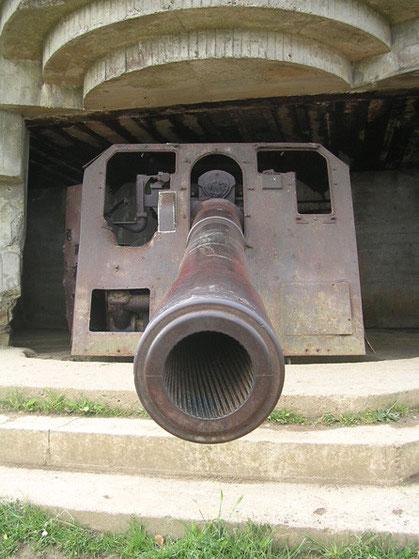 152mm - beachte die Führungsrillen im Rohr.