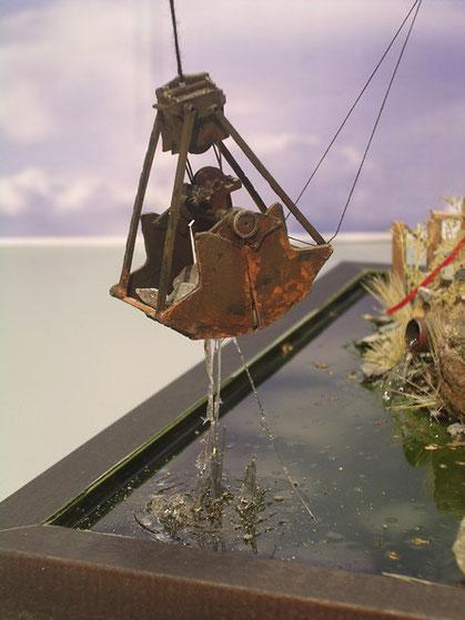 Glasklares Acryl sorgt für den richtigen Wassereindruck an der zweigeteilten Schütte