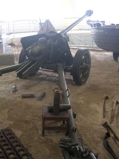 Perfekte Pak 40 der deutschen Abwehr, im Museum gut zu studieren (die Holme verjüngen sich tatsächlich!)