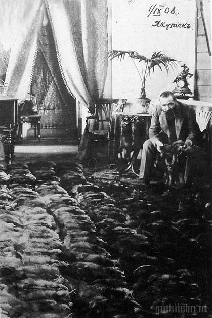 П.А. Кушнарев с партией соболя. Якутск. 1908 год. Из личного архива Анны Лавровой