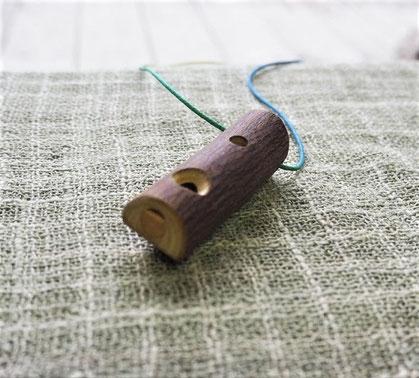 雑木の小枝で作ったトンビ笛