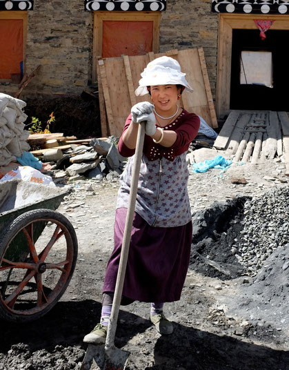 Die Frau vom Bau bei der Khampa Lodge, Tagong