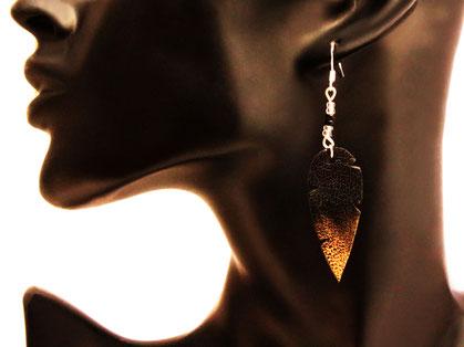création bijoux, créateur bijoux, bijoux fait main, sarayana, boucles d'oreille plume, boucles d'oreille noir, bijoux plume, plume de cuir, bijoux fait main,