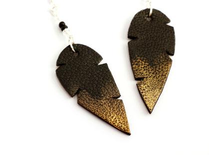 création bijoux, créateur bijoux, bijoux fait main, sarayana, boucles d'oreille plume, boucles d'oreille noir, bijoux plume, plume de cuir, bijoux fait main