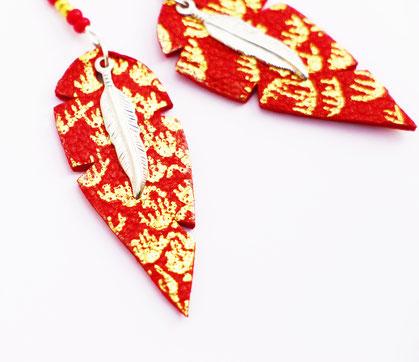 sarayana, bijoux cuir, boucles d'oreille cuir, boucle d'oreille rouge et doré, plume de cuir, boucle d'oreille plume, création bijoux, bijoux fait main