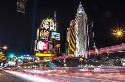 Las Vegas Strip bei Nacht, Langzeitaufnahme, New York New York, Luxor, Casino Hotels, Las Vegas, Nevada