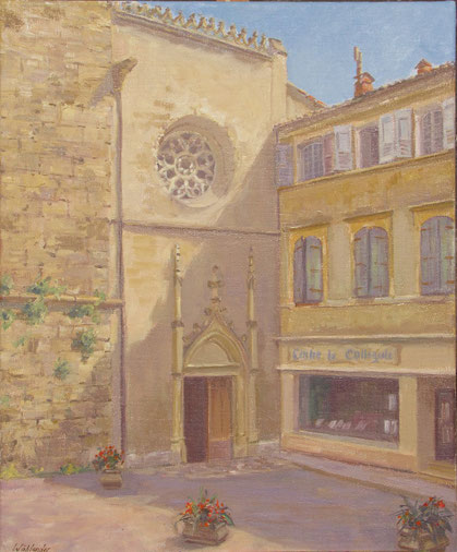 L'église la collégiale de Barjols dans le var et sa belle façade avec une fenêtre en rosace.