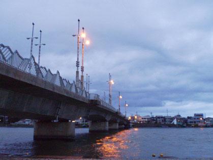 今日の夕方。直江津・荒川橋のたもとにて。