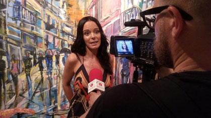 """La pintora Núria Cátedra, responsable de l'exposició """"Els cinc sentits"""""""