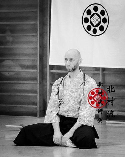 Il Maestro Manrico Erriu durante una delle fasi del seminario di Bujutsu, nello stile del Kitamura Ryu,  da lui tenuto a Ferrara il 20 settembre 2020. Kitamura Bujutsu Kai.