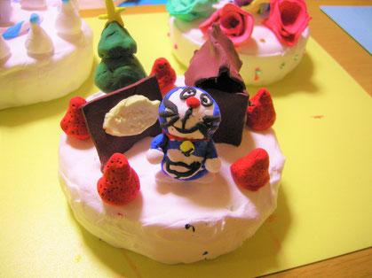 ほんものそっくりのケーキ(カラーねんど工作)