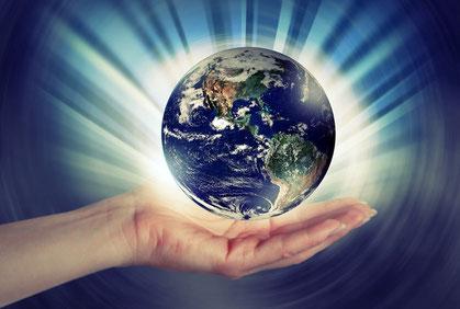 Jésus et les 144'000 Rois et Prêtres donneront aux humains des commandements nouveaux basés sur l'Amour qui rayonneront sur toute la terre. Ils règneront avec Justice au Nom de Dieu.