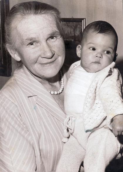 Erna Heinen-Steinhoff mit Enkelin Diana, 1961