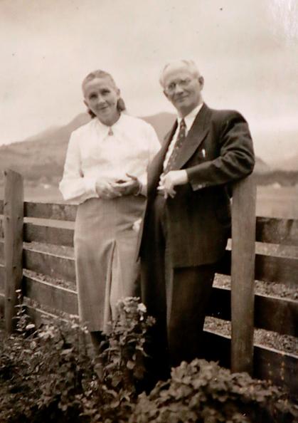 Erna Heinen-Steinhoff mit Ihrem Gatten, dem Dichter und Redakteur Hanns Heinen, 1958