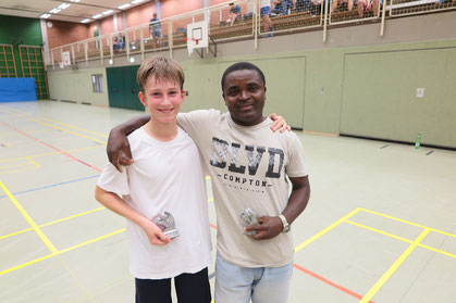 Vincent Stobbe (links) mit Ken aus Liberia