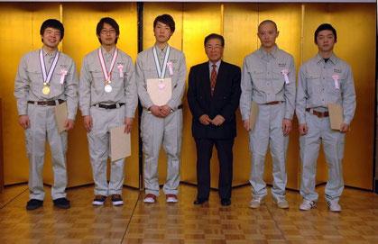 25年度金・銀・銅・敢闘賞の受賞者を当組合が表彰