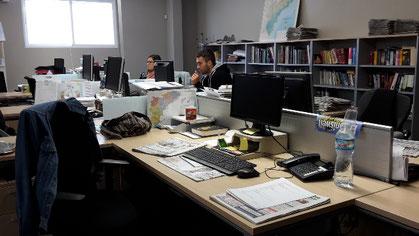 Mein Arbeitsplatz bei den deutschen Redakteuren - alle anderen waren gerade in der Mittagspause. :-)