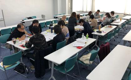 最終日にはグループに分かれ、事例演習を行います。