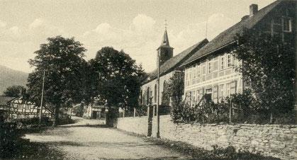 Die Kirche mit Vikariehaus auf einer Postkarte von 1941