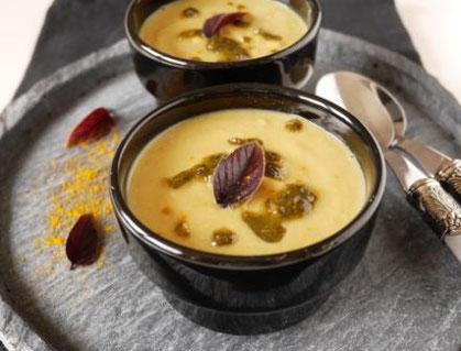 Kichererbsen-Curry-Suppe / Kräuteröl