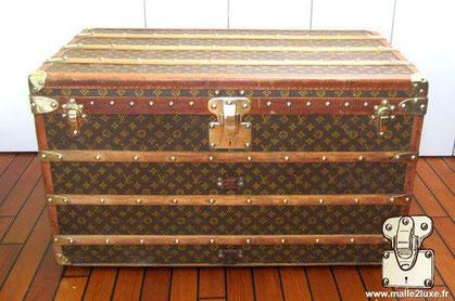 Louis Vuitton Courier trunk - LV Year: 1914 Exterior: Mark 2 stenciled LV canvas Border: Lozine Dimensions: 90 cm x 56 cm x 56 cm