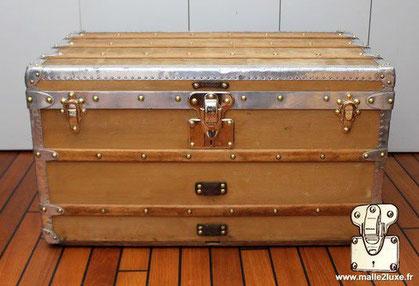 Louis Vuitton courier trunk - Aluminum Year: 1898 Exterior: Orange canvas Border and corners: aluminum