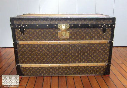 Louis Vuitton Courier trunk - LV Year: 1921 Exterior: LV stencil Mark 2 canvas  Border and corners: lacquered steel  Dimensions: 100 cm x 57 cm x 54 c